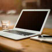 Moins de frais et plus d'économies en optant pour une banque en ligne